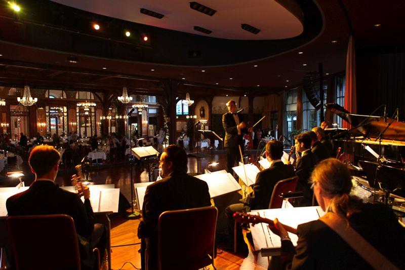 Leo_Wundergut_inspiranten_Capital_Dance_Orchestra_Zuschauerraum